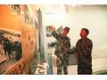 2013迎接三中全会文化十月下基层之《参观军史馆》