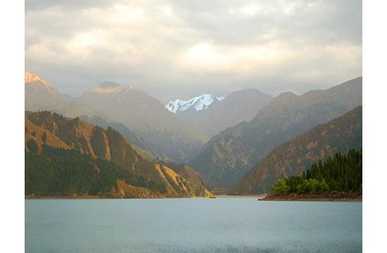 高山湖泊世界殊——新疆天池管委会公布征集楹联终审作品